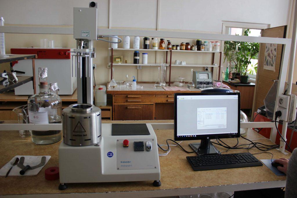 přístroj na měření vlastností mouky